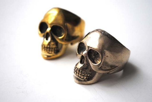 Anillo Rock not Dead en internet