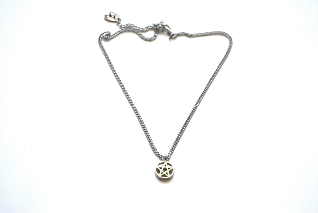 Collar Tiny Pentagram - comprar online