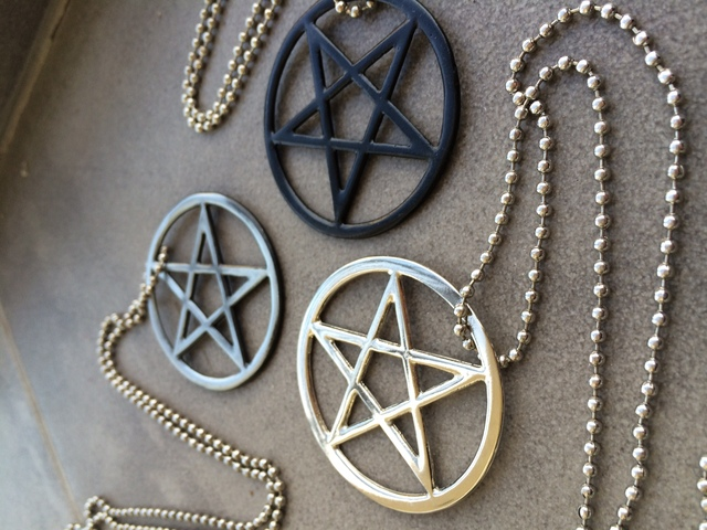 Collar Pentagram na internet