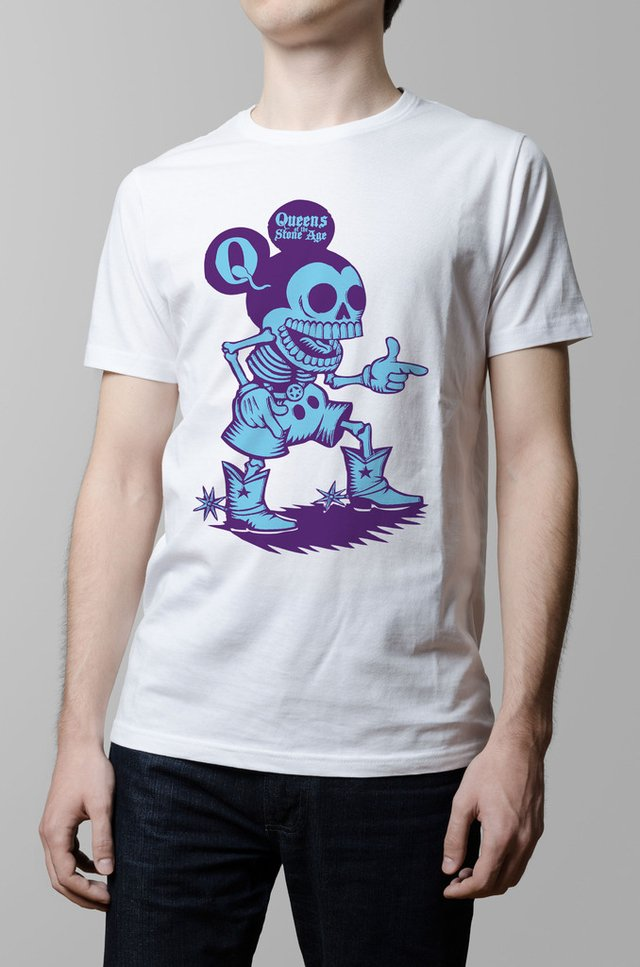 Remera Queens of the stone age blanca hombre