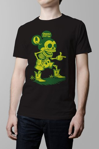 Remera Queens of the stone age negra hombre