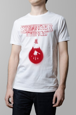 Remera blanca Stranger Things hombre