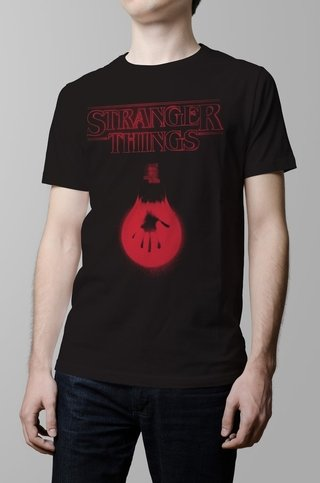 Remera negra Stranger Things hombre