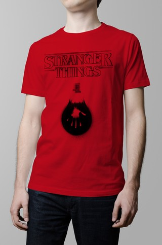 Remera roja Stranger Things hombre