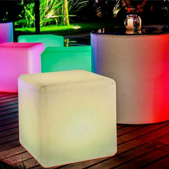 Asiento Puff Cubos Led Inalambrico - Cotillón Luminoso y Alquiler de livings luminosos.