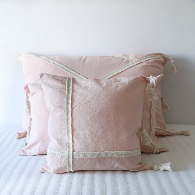 Medium Jazmin Cushion, pink with ecru fringes