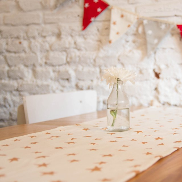 Table Runner, ecru with cooper stars