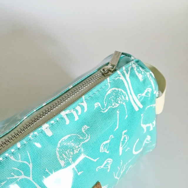 Fiambalá Pouch, plasticized, aqua with white animals on internet