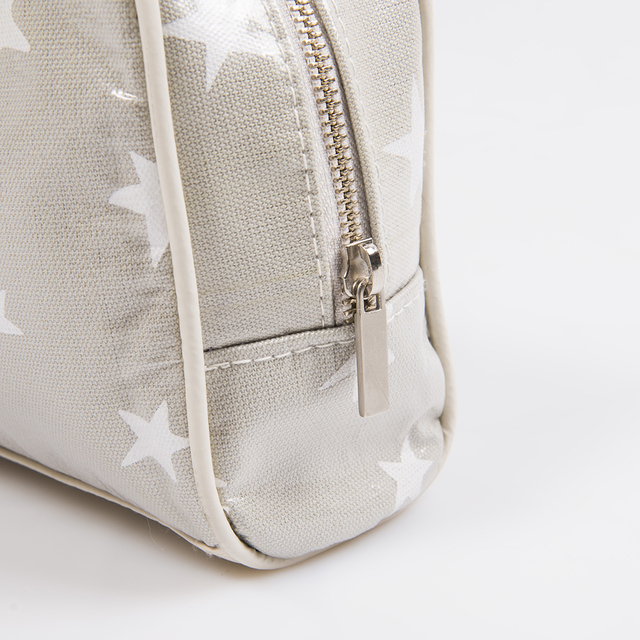 Topacio Pouch, plasticized, pearl grey with white stars - Cosa Bonita