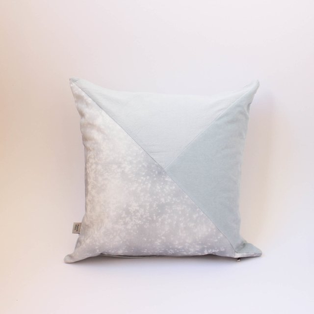 Crisantemo Cushion, light blue with velvet - buy online