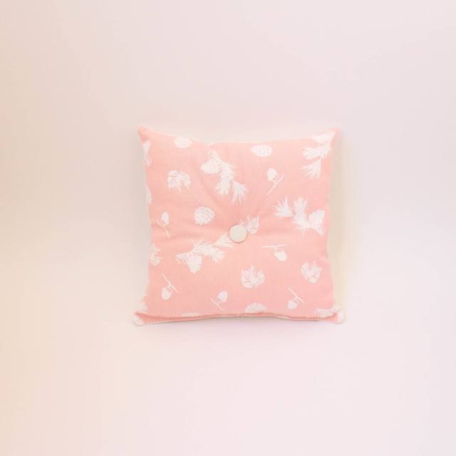 Magoo Cushion, pink with white pine cones - online store