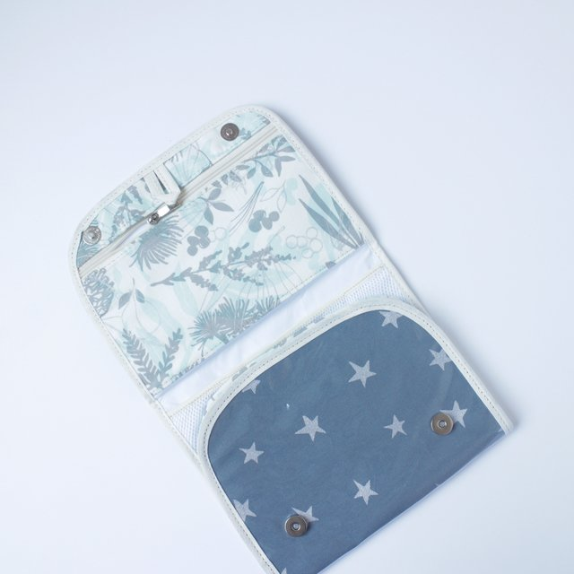 Aguamarina Pouch, plasticized, blue with silver stars   - buy online