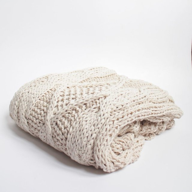 Minsk Throw, ecru cable stitch - buy online