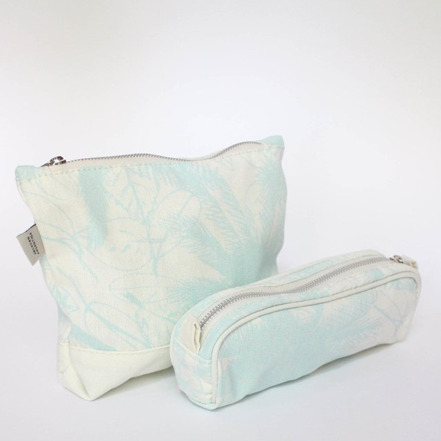 Angastaco Pencil case, ecru with light blue palm trees - Cosa Bonita