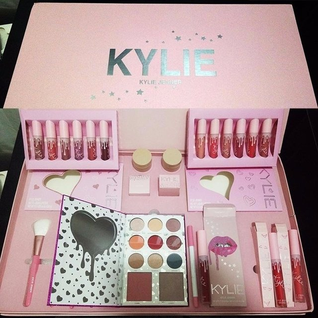 Birthday Edition Kylie Jenner Set