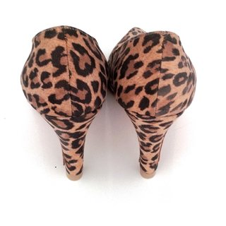 Stiletto cuero animal print en internet