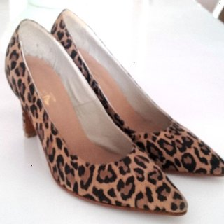 Stiletto cuero animal print - comprar online