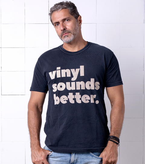 Camiseta VSR Vinyl Sounds Better Preto Vintage
