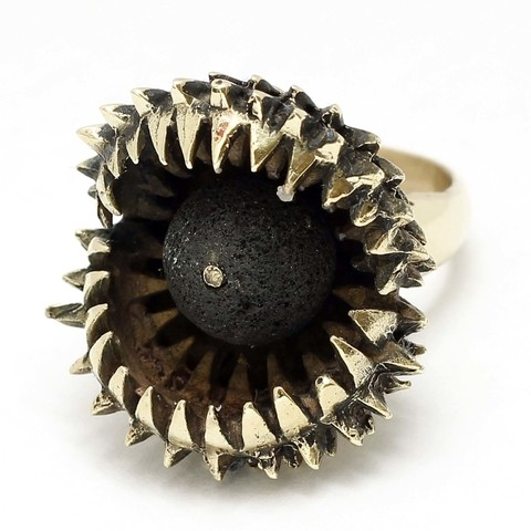 Carnivora Golden Ring - Bronze gold plated and natural lava stone