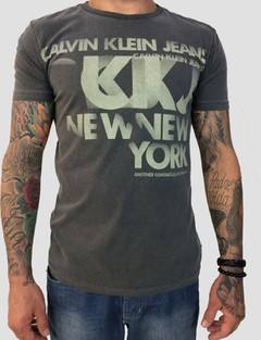 Camiseta Calvin Klein Estampa New York Cinza na internet