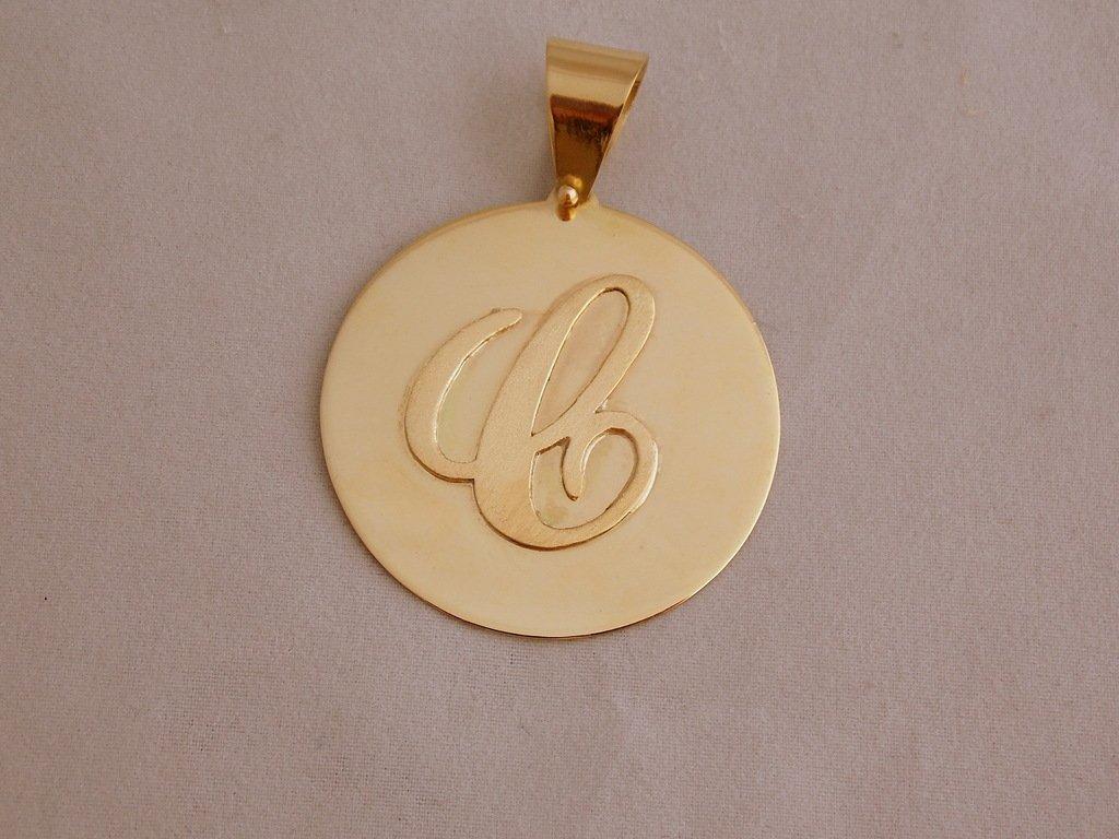 Medalha com Letra em Ouro 18 K 750 - Ouro Madureira 4a7050bcf6