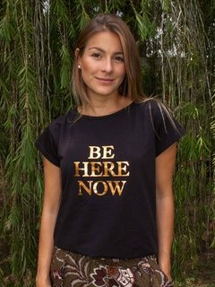 Camiseta BE HERE NOW - comprar online