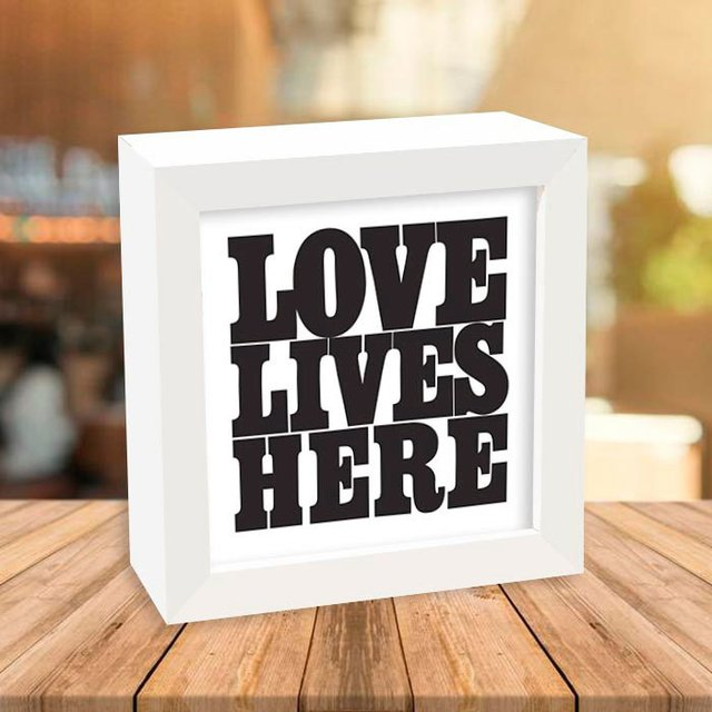 Quadro Box Love Lives Here - comprar online