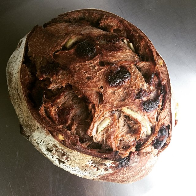 Sourdough de chocolate com laranja e castanha do pará na internet