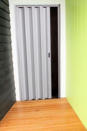 Puerta plegadiza a medida de pvc de 10mm reforzada precio for Puertas calle pvc precios
