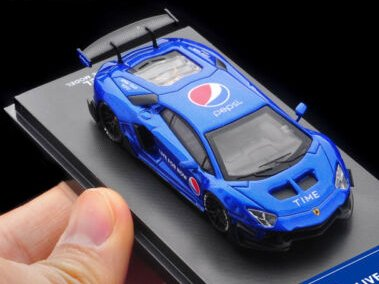Time Model 1:64 Lamborghini Aventador Pepsi
