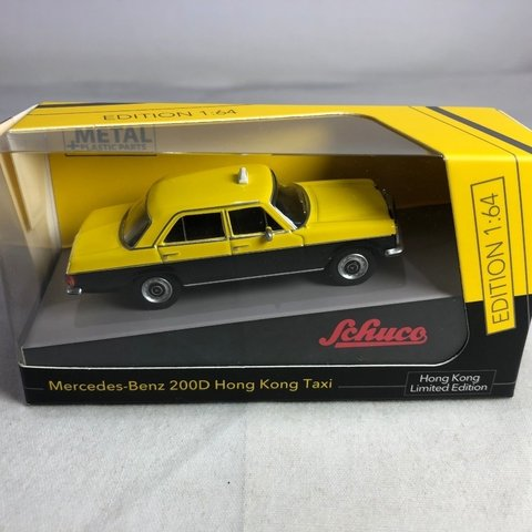 PRÉ VENDA Schuco 1:64 Mercedes-Benz 200D Hong Kong Taxi Yellow / Black HK Exclusive