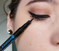 ESSENCE - EYELINER PEN WATERPROOF DELINEADOR