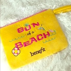 BENEFIT - SUN OF A BEACH LIMITED EDITION PLUSH BAG - Vanity Shop