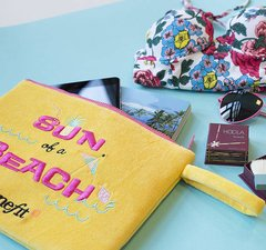 BENEFIT - SUN OF A BEACH LIMITED EDITION PLUSH BAG - comprar online
