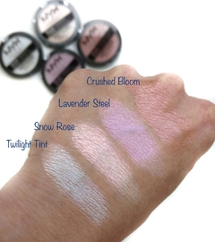 NYX - DUO CHROMATIC ILLUMINATING POWDER - LAVENDER STEEL - comprar online