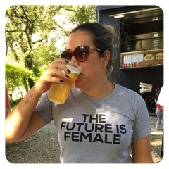 CAMISETA BABY LOOK THE FUTURE IS FEMALE na internet