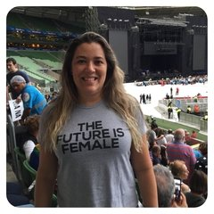 CAMISETA BABY LOOK THE FUTURE IS FEMALE - Honey Peppers
