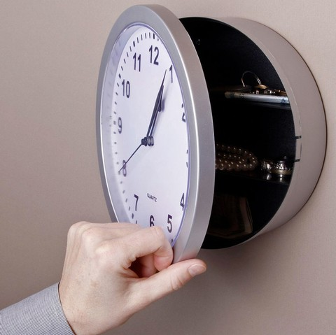 Reloj con escondite (Safe clock) en internet