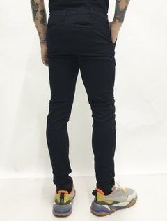 PANTALON CHINO BACK TO BLACK - comprar online