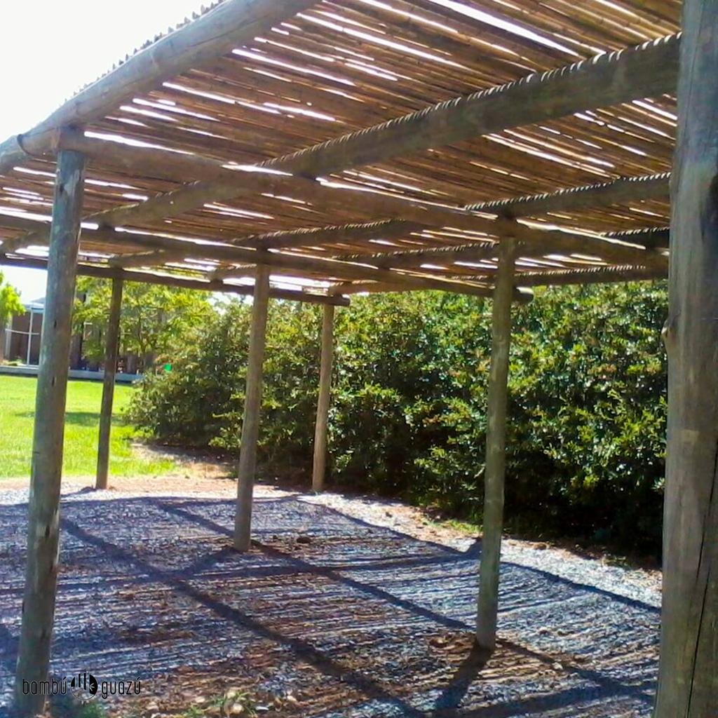 P rgola de tronco y bamb comprar en bambuguazu - Techo para pergola ...