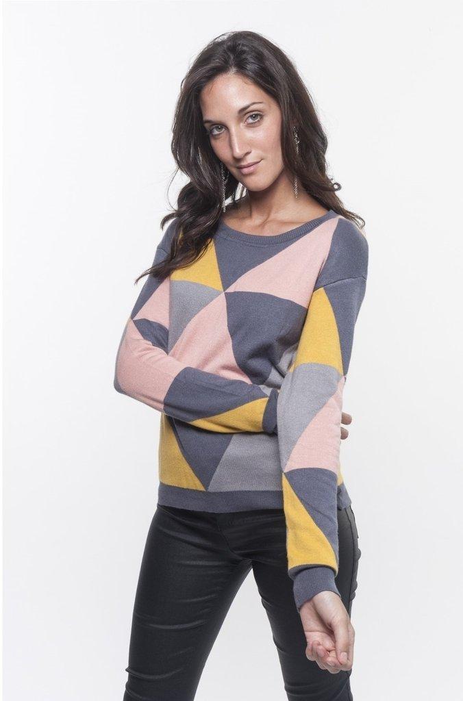 Sweater triangular