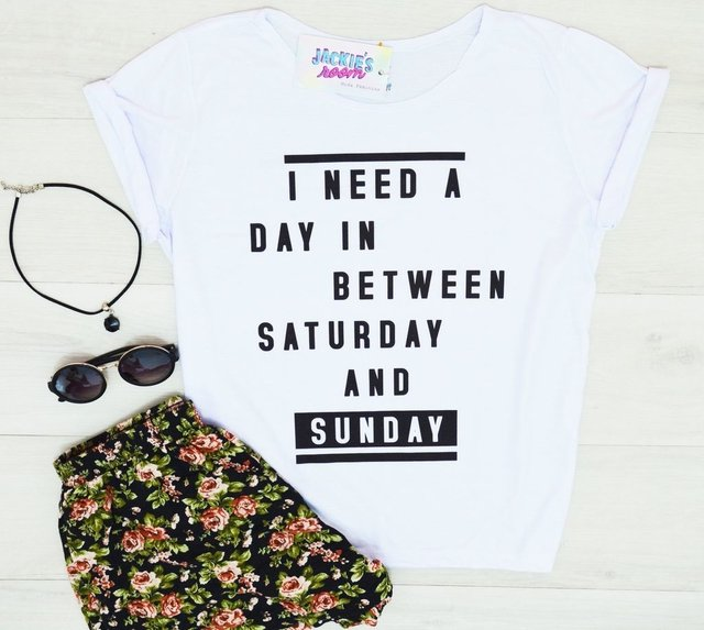 Camiseta I need a day in between saturday and sunday - comprar online
