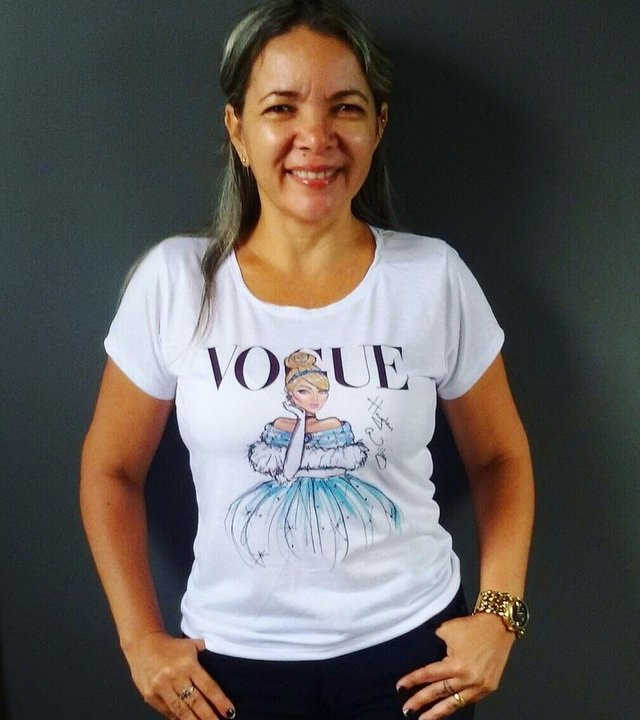 Camiseta Vogue Cinderela na internet
