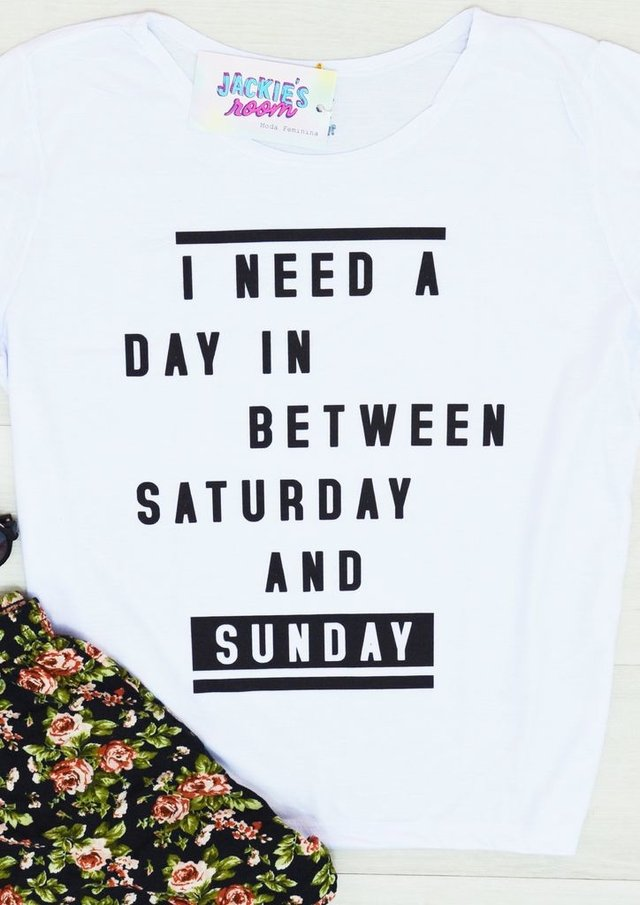 Camiseta I need a day in between saturday and sunday
