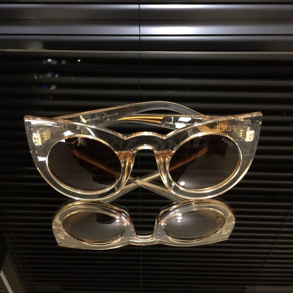 67db91e4b3013 ... Óculos de Sol Fendi Lolly Gatinho on internet ...