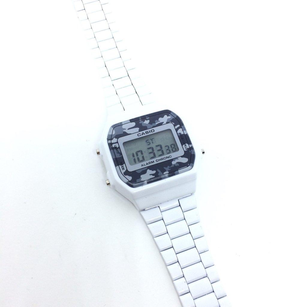 5bb480ee555 ... Relógio Casio Vintage Camuflado Branco na internet Relógio Casio  Vintage Camuflado Branco - LOVE MONEY - Óculos de Sol e Relógios ...