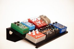 Pedalboard metalica modelo Midpoint con bolso 45cm x 30cm 8/9 pedales Plug & Play