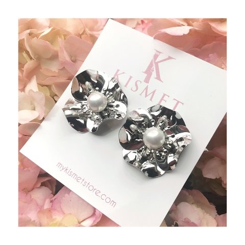 METALLIC FLOWER EARRINGS-SILVER