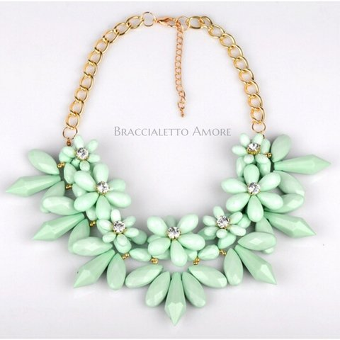 MINT FLOWER NECKLACE
