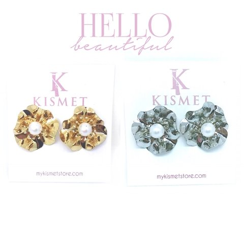 METALLIC FLOWER EARRINGS-SILVER - comprar online
